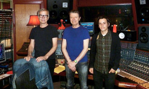 magic shop 02-From left, Tony Visconti, David Bowie and Brian Thorn at the studio