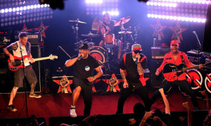 prophets-of-rage-live-2016-billboard-1548