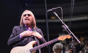 Tom-Petty-6_16_17-PrudentialCenter