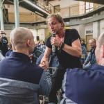 FOTO: Tomáš Klus hrál pro trestance ve věznici na Borech